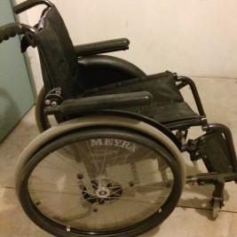 Manueller Rollstuhl MEYRA