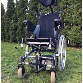 2 Manuelle Rollstühle mit Option als E-Rollstuhl