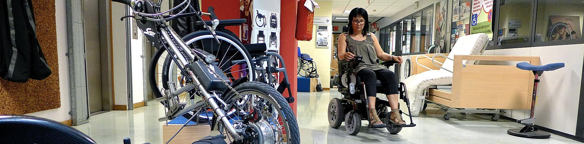 Frau in Rollstuhl 2